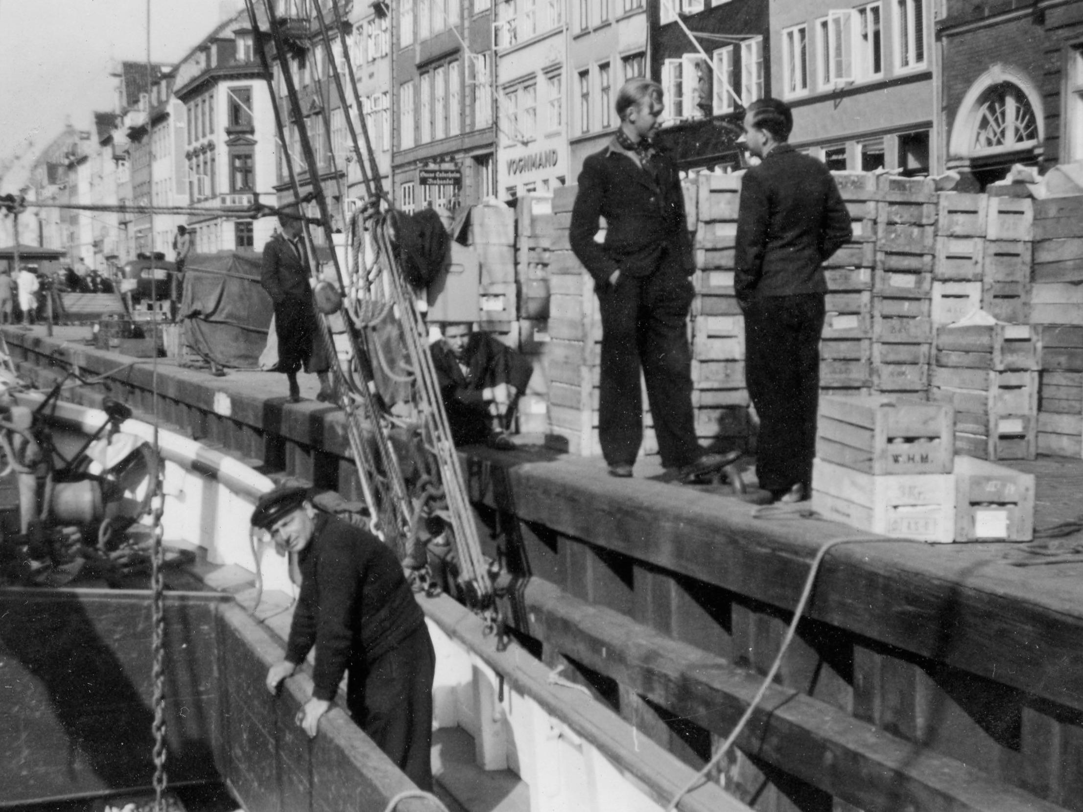 Arnold Christensen losser frugt i Nyhavn