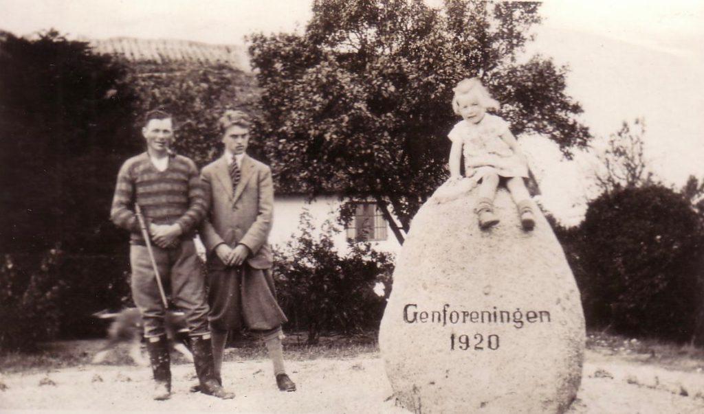 Genforeningsstenen på den oprindelige plads ud for Herredsvej 17